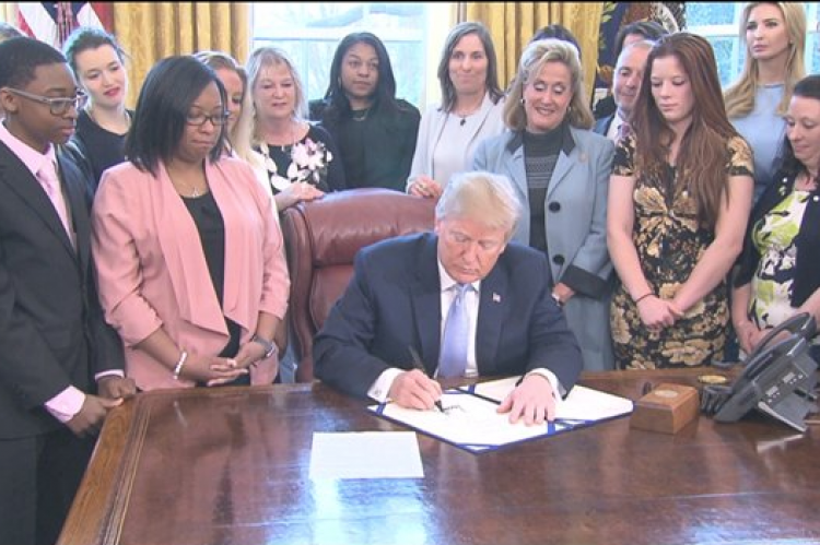 Trump signs SESTA/FOSTA